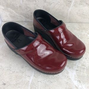 Dansko red patent leather nursing Clogs 7